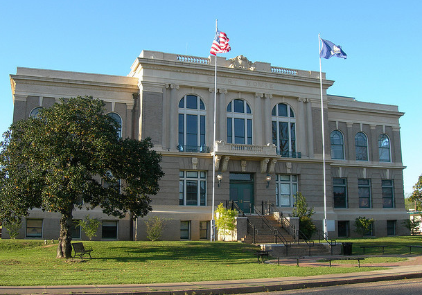de soto parish courthouse in mansfield, louisiana
